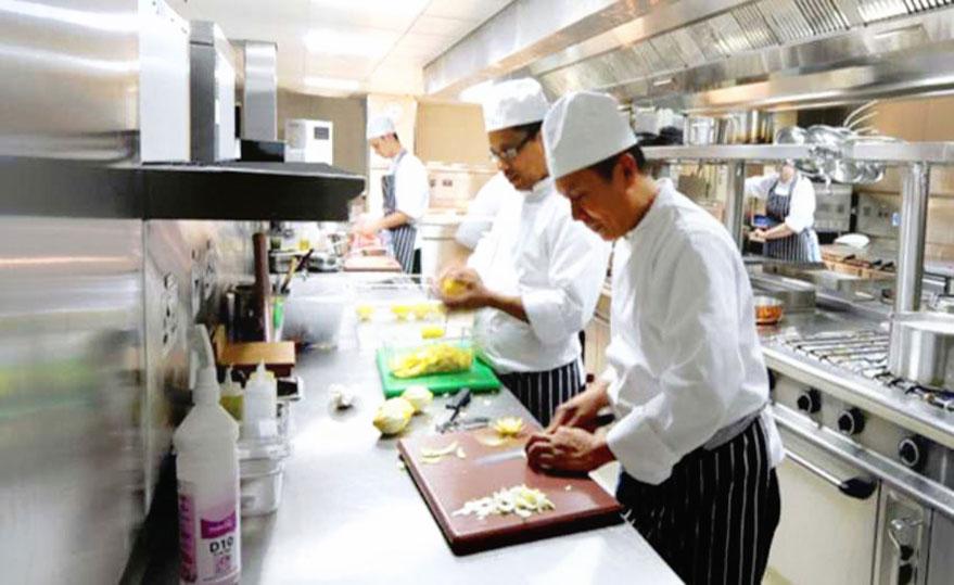 نیرو جهت همکاری در آشپزخانه و سالن پذیرایی در رستوران