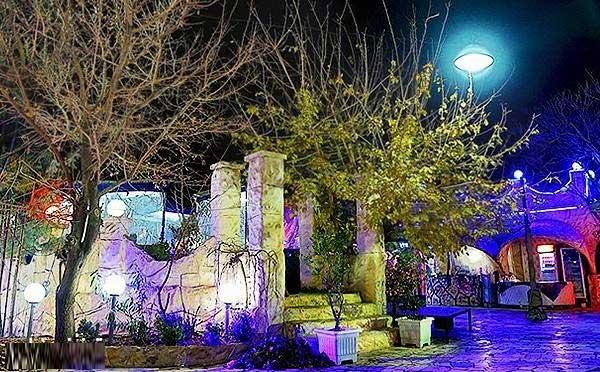 فضای بیرونی رستوران درسا قلهک دره