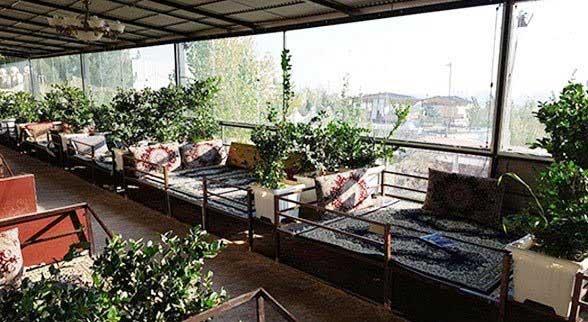 فضای داخلی رستوران درسا قلهک دره