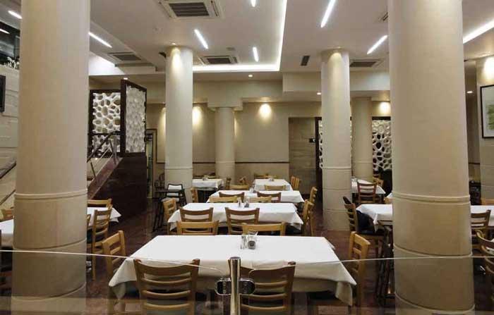 فضای رستوران هانی