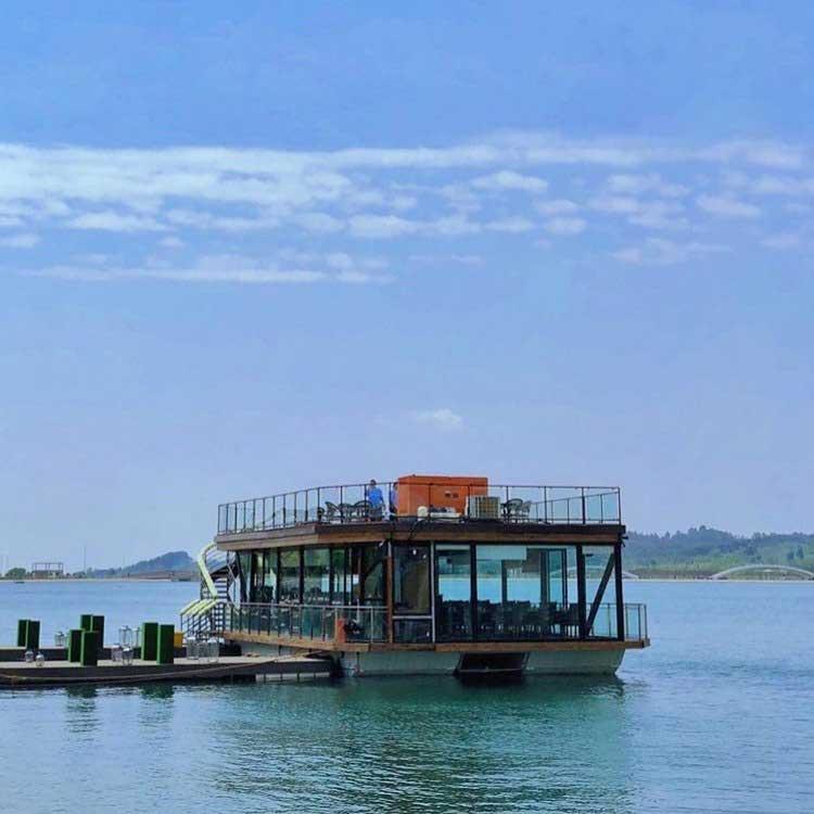 رستوران کشتی رویال لانژ