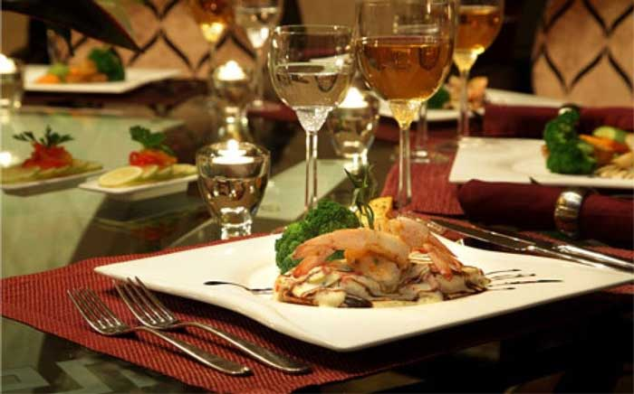 بشقاب غذای رستوران لوشاتو