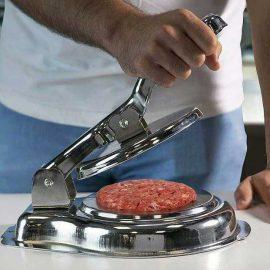 همبرگر زن دستی در تجهیزات فست فود